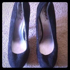 Qupid Size 9 Black suede heels
